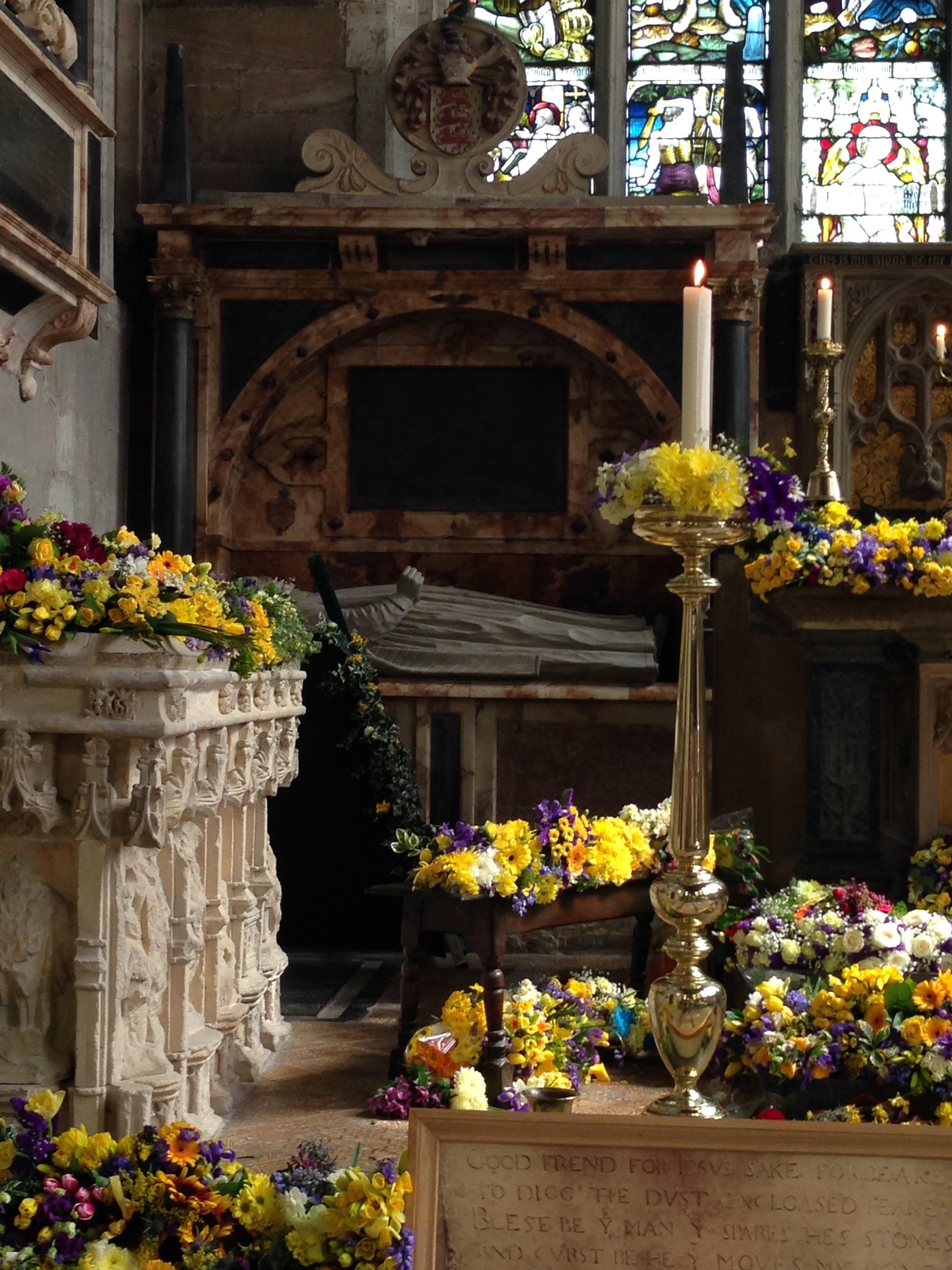 Shakespeare tomb.JPG